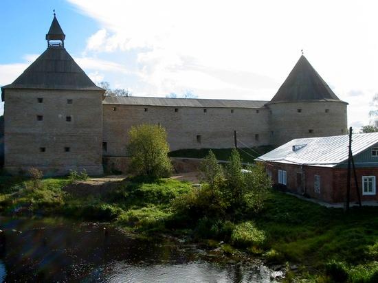 Вид на крепость с реки Ладожки (Елены)