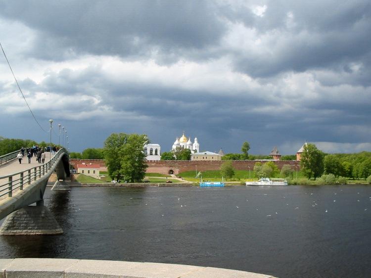 Вид на кремль и Софийский собор с другого берега