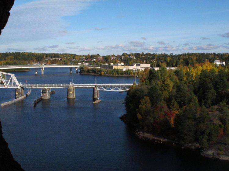 Вид на мосты из окна башни