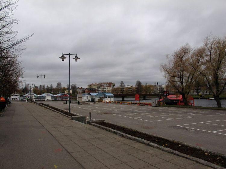 Опустевшая рыночная площадь