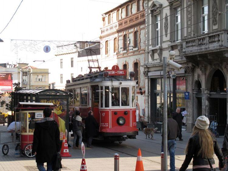Исторический трамвай с Истикляля