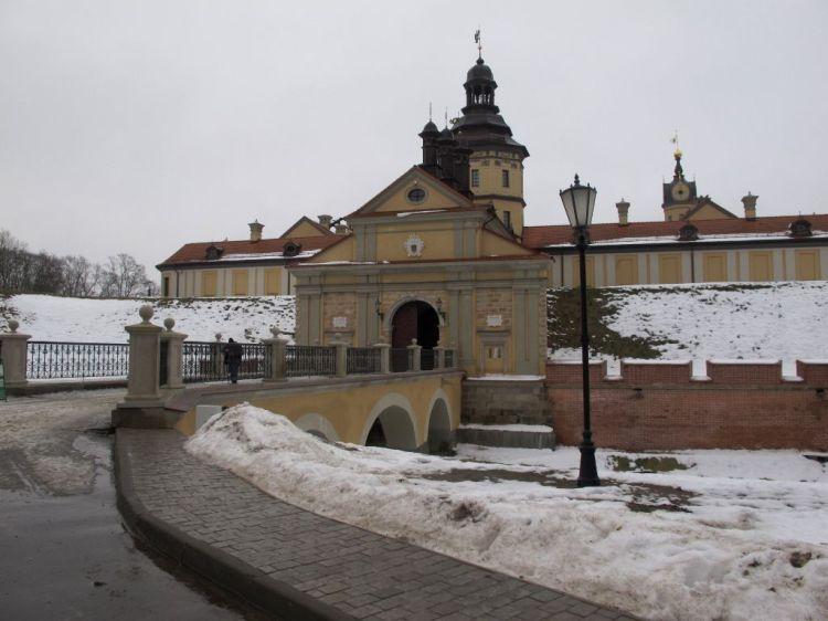 Вход в Несвижский замок