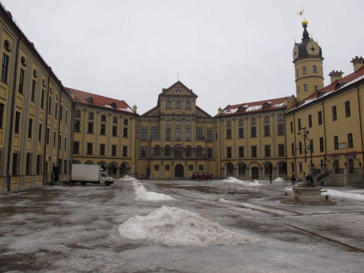 Двор Несвижского замка