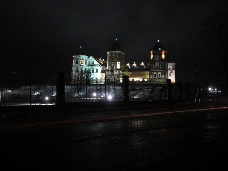 Мирский замок с подсветкой
