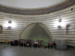 Оформление станции метро Золотые ворота