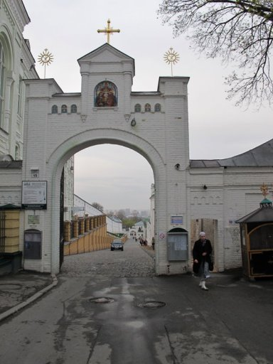 Вход в Киево-Печерскую лавру