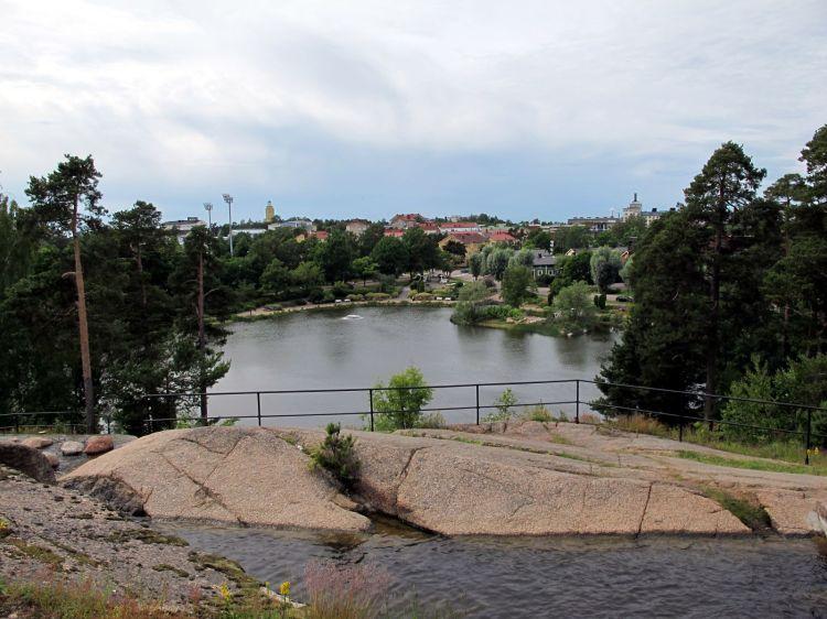 Вид со скалы на парк и Котку