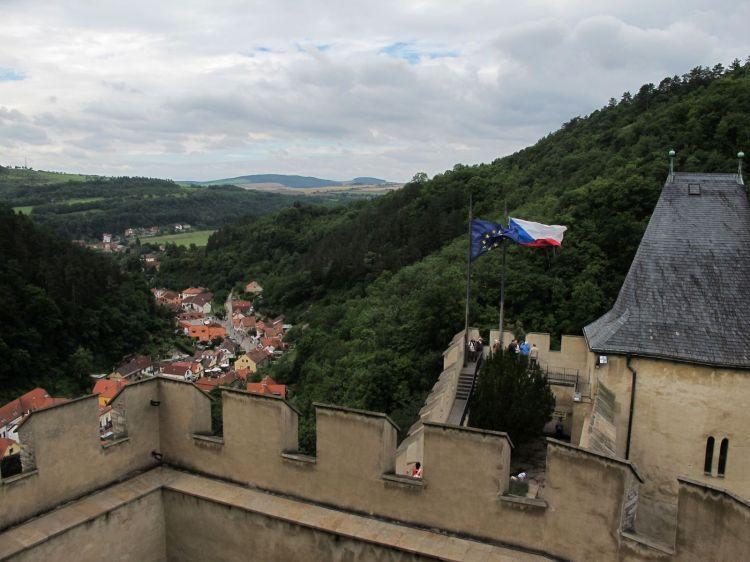Вид на дорогу к замку