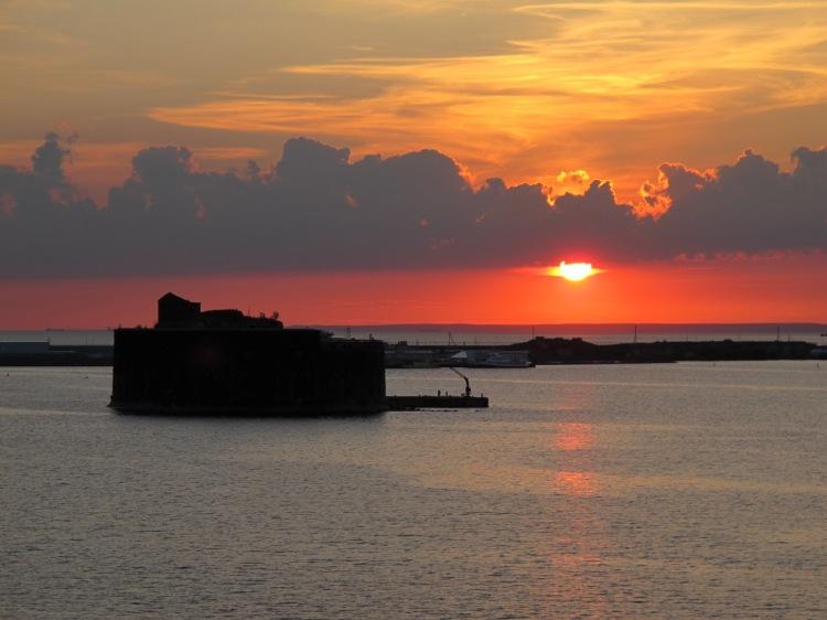 Один из фортов на фоне заката