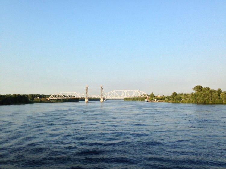 Мост через Неву