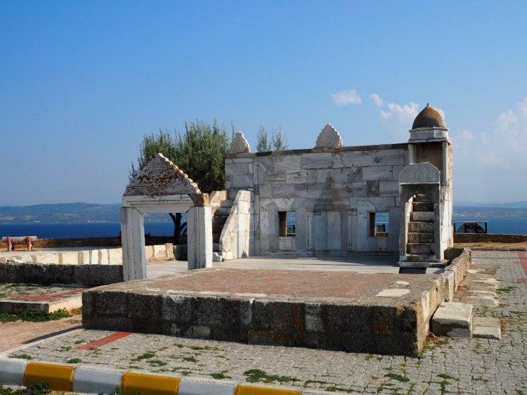 Остатки мечети у моря