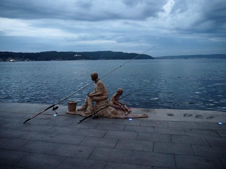 Скульптура возле чайной