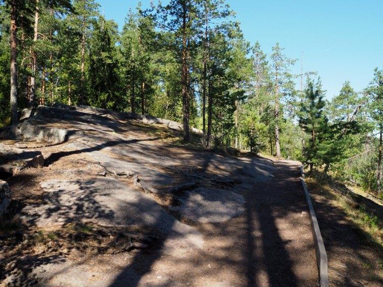 Тропа на скале
