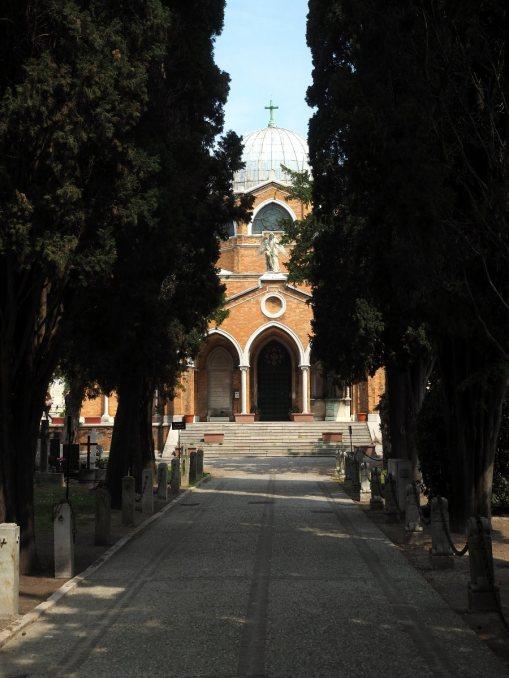 Церковь на острове-кладбище Сан-Микеле